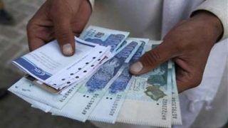 पाकिस्तान में रिक्शा चालक के बैंक खाते में आए तीन अरब रुपए, एक कॉल से हुआ ऐसा हाल