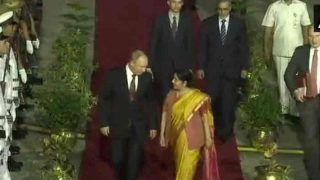 दो दिन के दौरे पर भारत पहुंचे पुतिन, सुषमा स्वराज ने किया स्वागत