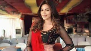 Maaya Actress Shama Sikander Kicks Off Karva Chauth in a Hot Red Saree, Check Breathtaking Pictures