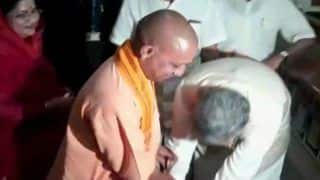 Chhattisgarh Assembly Elections 2018: CM Raman Singh Touches Feet of Yogi Adityanath, 20 Years His Junior, Before Filing Nomination Papers From Rajnandgaon
