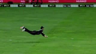 Pakistan vs New Zealand 2nd T20I at in Dubai: Kane Williamson Takes a One-Handed Blinder to Send Back Dangerous Fakhar Zaman -- WATCH