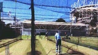 India vs Australia 2018: David Warner Facing Josh Hazlewood, Pat Cummings in the Nets at SCG Ahead of 3rd T20I, Justin Langer Plays Umpire | WATCH