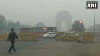 Delhi's Air Quality Oscillates Between 'Very Poor', 'Severe' Due to Low Wind Speed