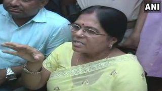 ऑटोरिक्शा से सरेंडर करने पहुंची पूर्व मंत्री मंजू वर्मा, कोर्ट परिसर में घुसते ही हुईं बेहोश