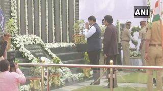 26/11 मुंबई हमले की 10वीं बरसी, सीएम समेत गणमान्य लोगों ने शहीदों को दी श्रद्धांजलि