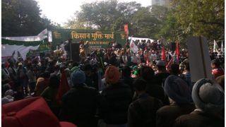 कर्जमाफी और अन्य मांगों को लेकर प्रदर्शन कर रहे हजारों किसान संसद मार्ग पहुंचे