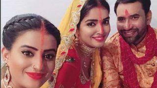 Chhath Puja 2018: अक्षरा सिंह ने आम्रपाली दुबे-निरहुआ के साथ शेयर की सेल्फी, लगाया परंपरागत सिंदूर...