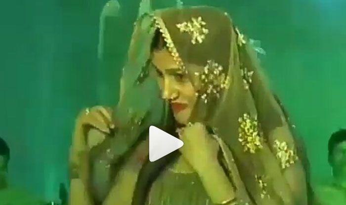 Video: सपना चौधरी का दिखा कातिलाना अंदाज, ठुमके लगाकर जब किया पल्लू डांस