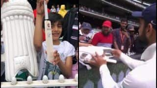 India vs Australia 3rd Test Melbourne: Virat Kohli Wins Hearts by Giving His Pads to Young Fan After Beating Australia by 137 Runs | WATCH