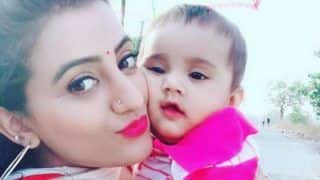 Bhojpuri Actress Akshara Singh Looks Super Hot in White Ethnic Wear And Bold Pink Lips as She Plays With a Baby - See Pictures