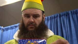 Merry Christmas 2018: WWE Superstar Braun Strowman Dresses up as an Elf | WATCH