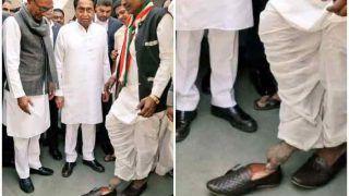 अनोखा 'भक्त': 15 साल तक नंगे पैर रहा यह शख्स, मन्नत पूरी हुई तो सीएम ने खुद पहनाए जूते