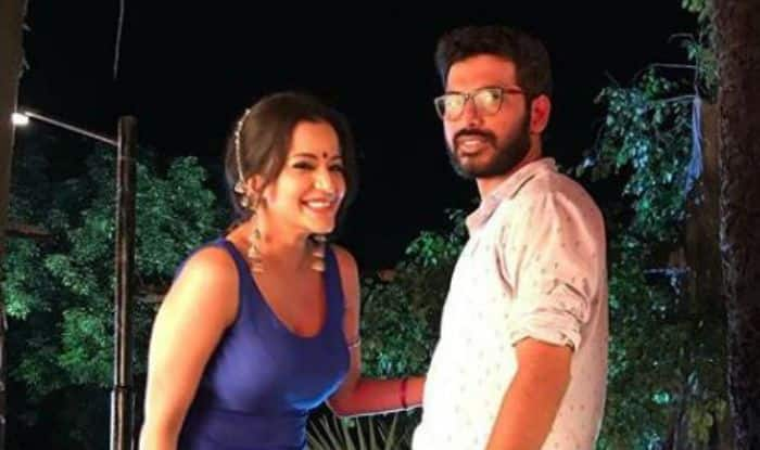 Bhojpuri Hotness And Nazar Fame Monalisa Looks Sexy in Blue Ethnic Wear as She Wishes Happy Birthday to DOP of Nazar Atif Khan – See Pictures