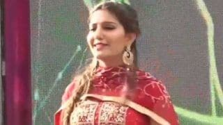 Haryanvi Hottie And Chetak Fame Sapna Choudhary Flaunts Her Sexy Thumkas on Haryanvi Song During Stage Performance - Watch