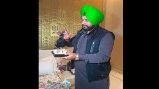 Navjot Singh Sidhu Gifts 'Stuffed' Black Partridge to Punjab CM Amarinder Singh; Complaint Registered With Wildlife Crime Control Bureau