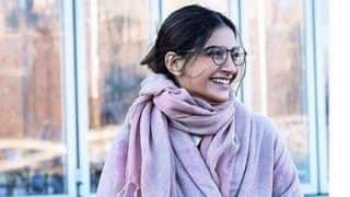 For The Love of Winter: Sonam Kapoor Looks Adorable Dressed in Mauve Coat And Stole as She Welcomes The Cold