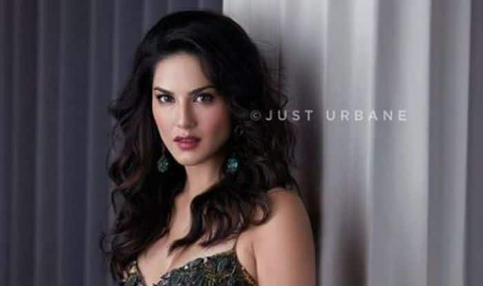 Sunny Leone Looks Spicy Hot In Shimmery Short Dress And Bold Lips In