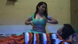 Bhojpuri Couple Amrapali Dubey-Dinesh Lal Yadav Aka Nirahua's Hot And Sensuous Dance on Hamara Choliya Clocks Over 70 Million Views - Watch