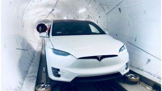 टेस्ट के लिए सुरंग में उतरी एलन मस्क की इलेक्ट्रिक कार, भविष्य में 241 किमी प्रति घंटे होगी रफ्तार