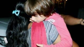 Shah Rukh Khan's Son AbRam Covers His Face With Hands to Duck Away From The Paparazzi