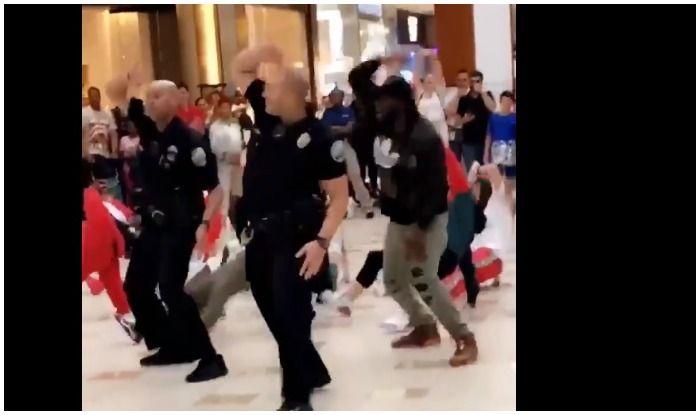 VIDEO: मॉल में फ्लैश मॉब कर रहे लोगों के बीच पहुंची पुलिस, फिर जो हुआ...