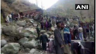 जम्मू-कश्मीर में गहरी खाई में गिरी बस, 11 की मौत, 19 घायल