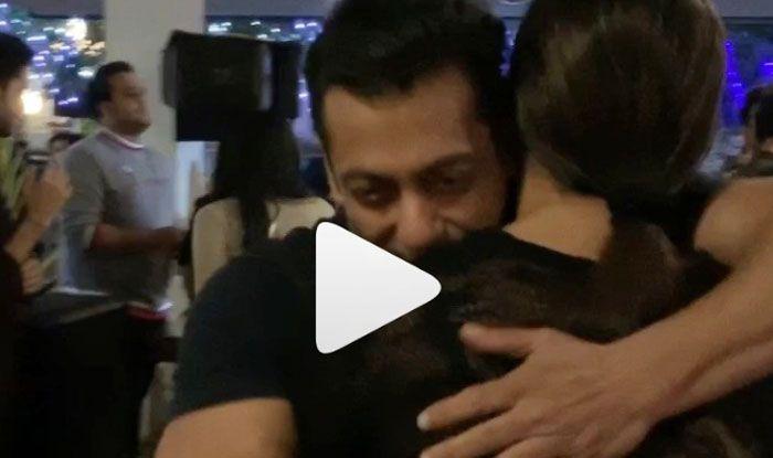 Salman Khan Birthday: सुष्मिता सेन को गले लगा- लगा कर नाचें सलमान खान, देखने वाली है ये बॉडिंग