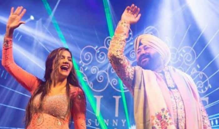 Haryanvi Hot Bomb Sapna Choudhary Looks Sexy as She Performs Bhangra on Kudiyan Sehar Diyan Along With Daler Mehendi – Watch Video