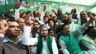 Bihar: Tej Pratap Yadav Sits on Dharna Outside Police Station, Claims Inspector Misbehaved With Him