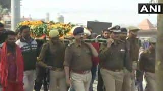 Uttar Pradesh: Mortal Remains of Constable Suresh Vats Confined to Flames; Minister Mahesh Sharma Says Stone-pelting was 'Reactionary Incident'