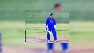 2nd ODI India vs Australia Adelaide: Controversy! MS Dhoni's Short-Run Missed by Umpires as Virat Kohli's India Level Series   WATCH