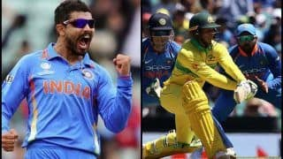 1st ODI: Ravindra Jadeja Gets Usman Khawaja LBW After DRS Fails Batsman at SCG | WATCH
