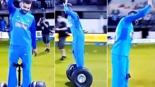 1st ODI India vs New Zealand Napier: Virat Kohli Dances Dharmendra Style on Hoverboard After Team India Registers Thumping Win Over New Zealand | WATCH VIDEO
