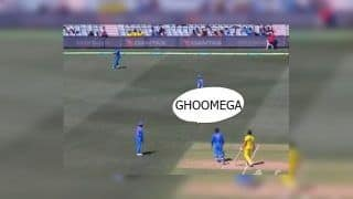 2nd ODI India vs Australia Adelaide: Bhuvneshwar Kumar Concedes Single After Failing to Understand MS Dhoni's 'Ghoomega' Instruction |WATCH