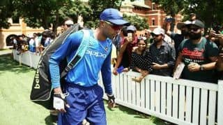 India vs Australia 1st ODI: Hardik Pandya Not Interested in Signing Autographs And Posing For Selfies Post Practice Session With Fans After Sexism Controversy | WATCH