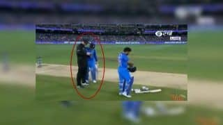 3rd ODI India vs Australia: Man of Series MS Dhoni Shows Finishing Instincts, Asks Umpire Bowling Options | WATCH