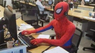 Brazilian Banker Dresses up as Spider-Man on His Last Day at Work, Video Goes Viral - Watch