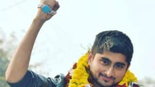 Bigg Boss 12 Contestant Deepak Thakur Returns to His Village on Boat, Receives Massive Welcome - Watch Viral Video