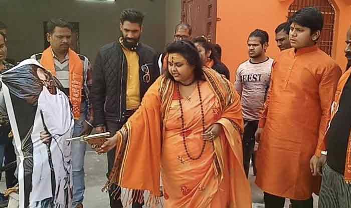 महात्मा गांधी के पुतले पर गोलियां बरसाने वाले हिन्दू महासभा के कार्यकर्ताओं के खिलाफ मामला दर्ज