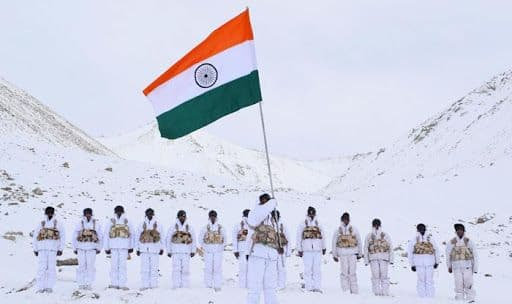 Republic Day 2019: ITBP Personnel Hoist National Flag at 18,000 Feet, in Minus 30 Degrees in Ladakh