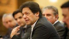 इमरान खान सरकार पर अनिश्चितता के बादल बरकरार, छुट्टी पर गए पाक पीएम