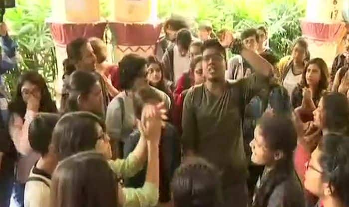 Virgin Bride Row: Students Protest at Jadavpur University Demanding Expulsion of Prof Kanak Sarkar, Call Him 'Repeat Offender'