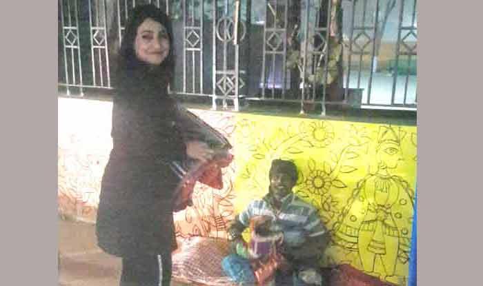 सड़क पर ठंड में ठिठुरते गरीबों को देख पसीजा पाखी हेगड़े का दिल, शूटिंग छोड़ बांटे कंबल, देखें तस्वीर और Video