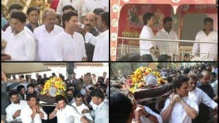 Tearful Sachin Tendulkar Attends Childhood Coach Ramakant Achrekar's Cremation Ceremony