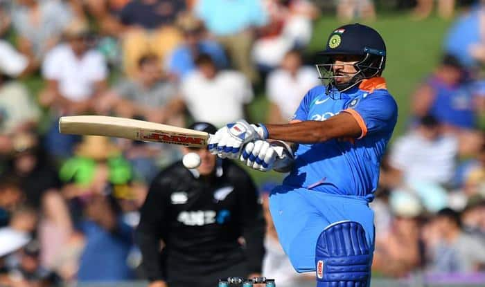 Live Cricket Score and Updates India vs New Zealand 1st ODI: Sun Halts Play Before Rohit Sharma Falls Early in 158 Chase