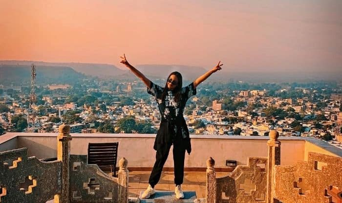 Sonakshi Sinha Looks Spectacular Against Chanderi Backdrop, Announces Wrap up of Kalank