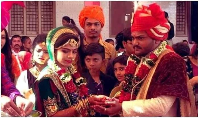 Patidar Quota Leader Hardik Patel Gets Married, Says Wife Will Help Him in Navnirman of Country