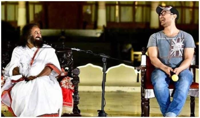 Aamir Khan Screens 'Rubaru Roshni' Especially For Sri Sri Ravi Shankar in Bengaluru, Shares Pic With Heartwarming Caption
