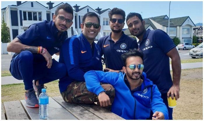 धोनी के साथ न्यूजीलैंड घूमने निकले टीम इंडिया के 'कुंवारे', रोहित, विराट ने दी वाइफ को कंपनी