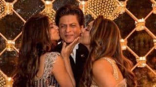 Shah Rukh Khan Gets Pampered by His Wife Gauri Khan And Daughter Suhana Khan, Receives a Peck on Both Cheeks; See Picture
